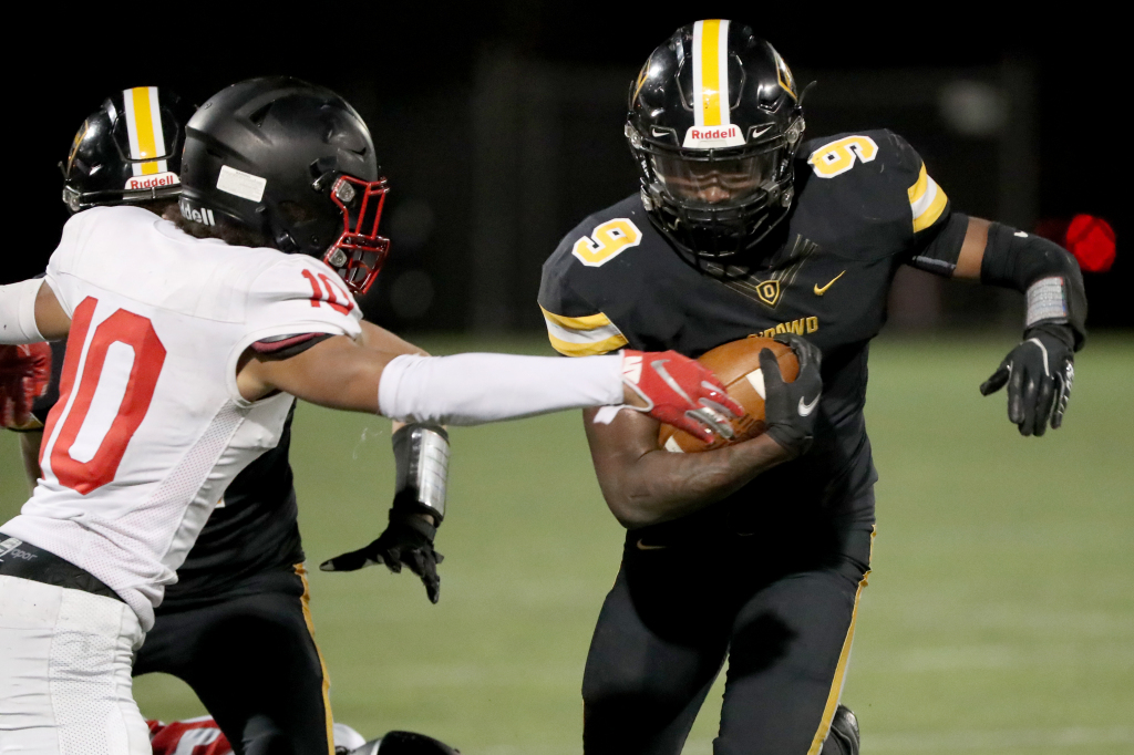 Prep football: Without starting QB, Bishop O'Dowd blanks James Logan for big win