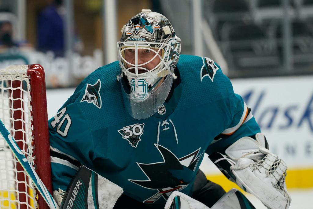Sharks, eying future, trade Devan Dubnyk to Colorado Avalanche