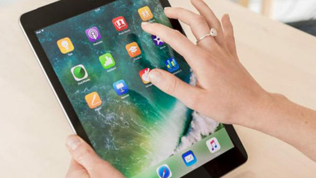 Save on a refurbished fifth-gen iPad this weekend