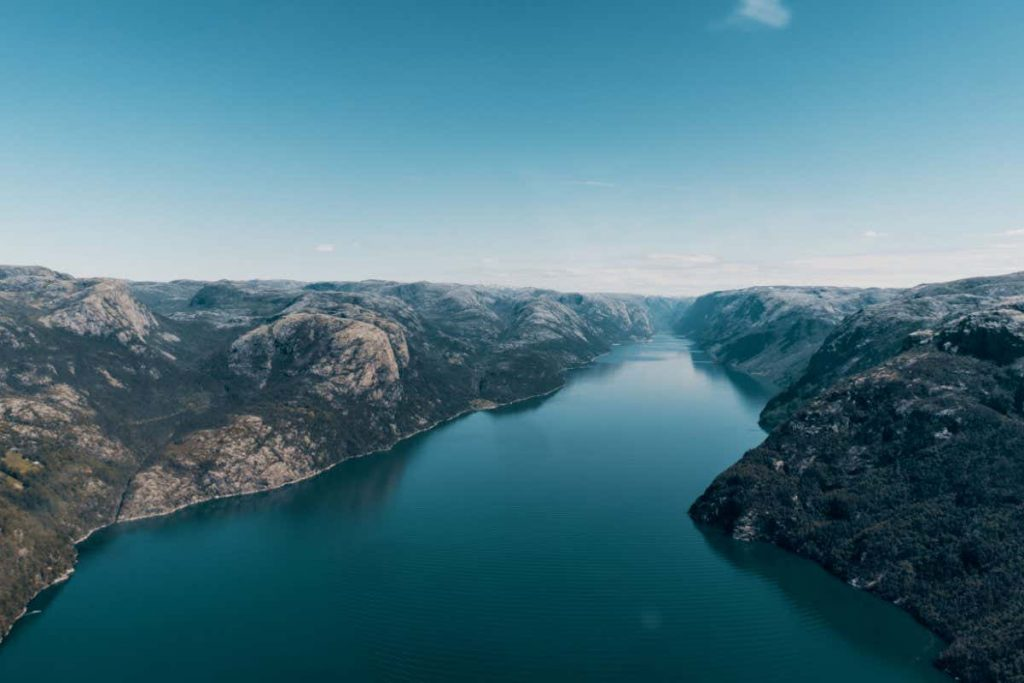 Norwegian reservoirs power homes in Great Britain via 724km cable